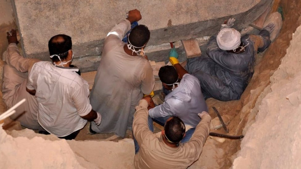 Egypt sarcophagus: Mystery black tomb opened in Alexandria