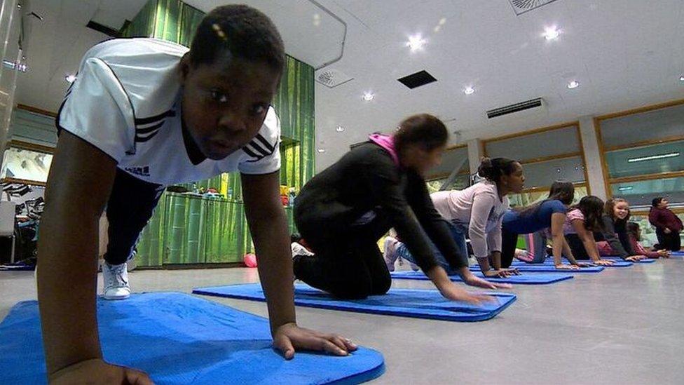 Tyrell van der Wees en una prueba física con otros niños