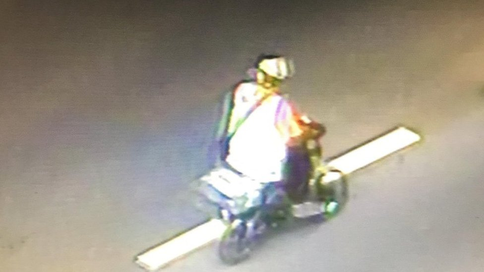 Images capture cyclist riding on Aston Expressway