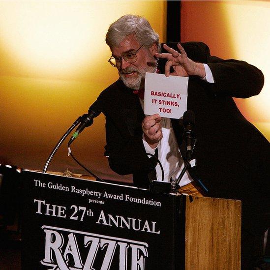 John Wilson durante cerimônia do Framboesa de Ouro em 2007