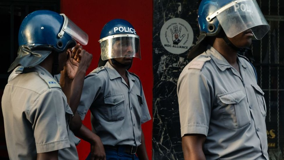 Policía en Zimbabue.