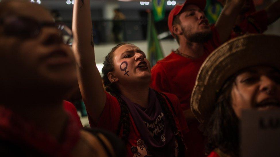 Militantes a favor de Lula