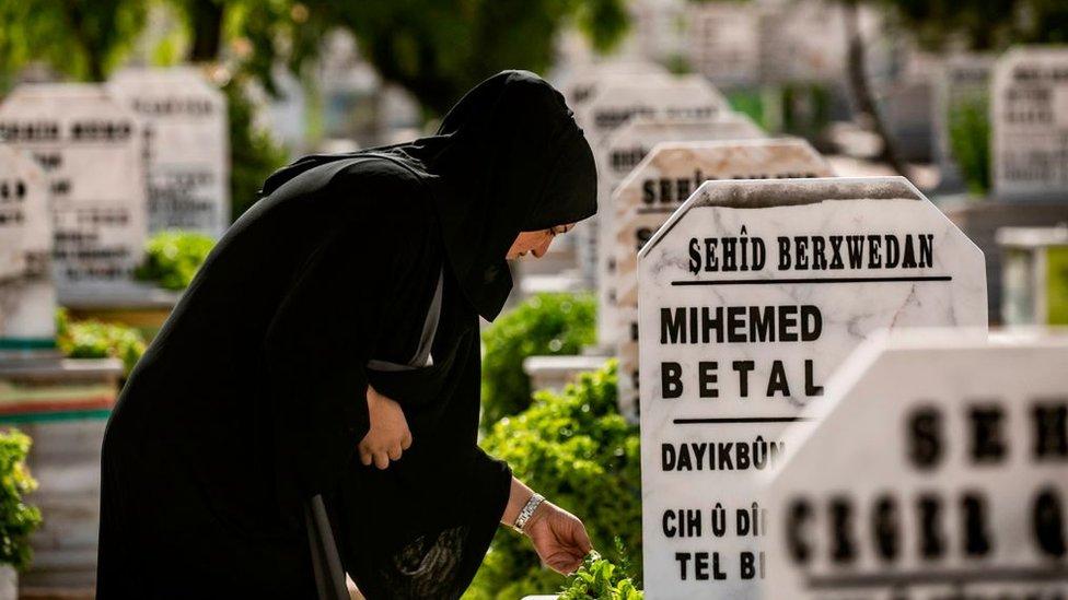 Suriye SDG mezarlığı