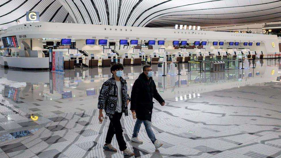 توقف الرحلات الجوية عن العمل في معظم أنحاء الصين بسبب تفشي فيروس كوفيد-19