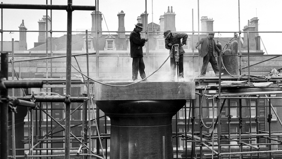 Dismantling the Euston Arch, 1961