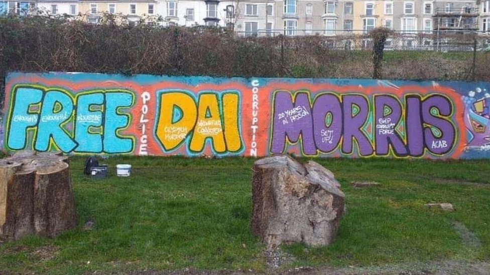 Graffiti calling for the release of David Morris in Clydach