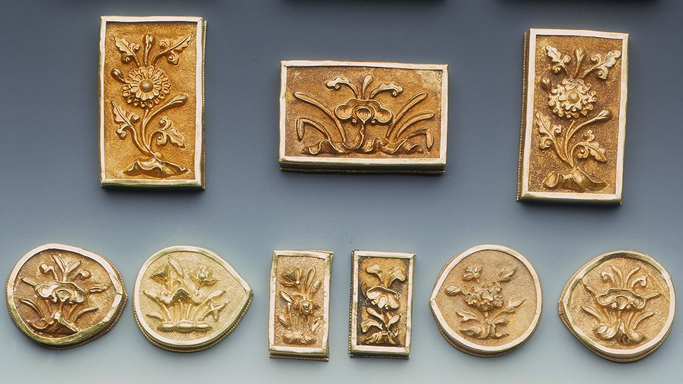 Early Ming dynasty gold belt plaques