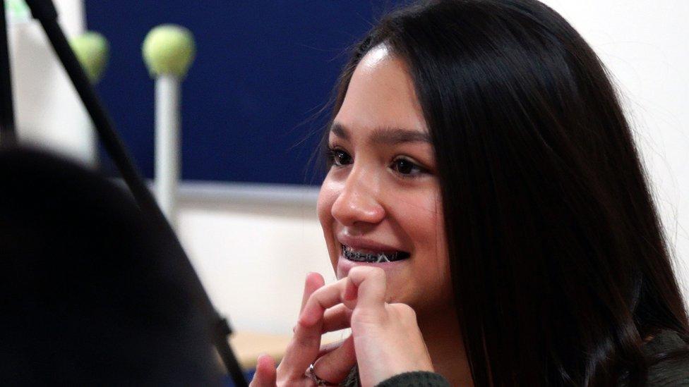 una estudiante de la escuela bilingüe de Albuquerque
