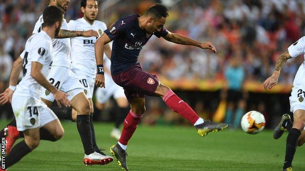 سجل أوباميانغ ثلاثية نظيفة أنهت آمال النادي الإسباني