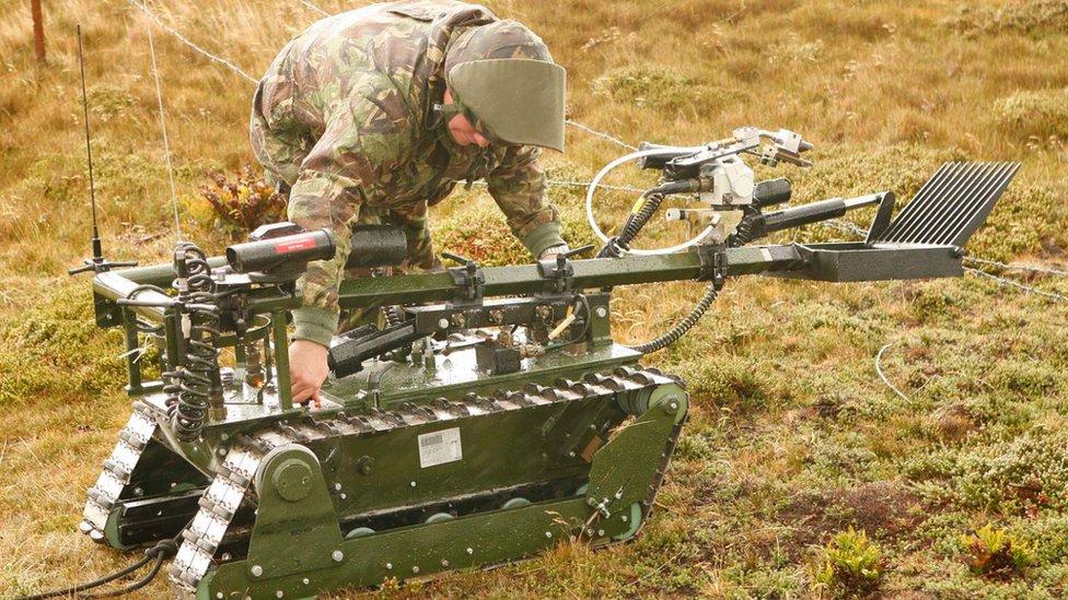 "Robot ""Red Fire"", creado para retirar minas, en las islas Malvinas/Falkland."