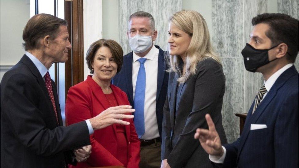 Los senadores dialogan con Haugen