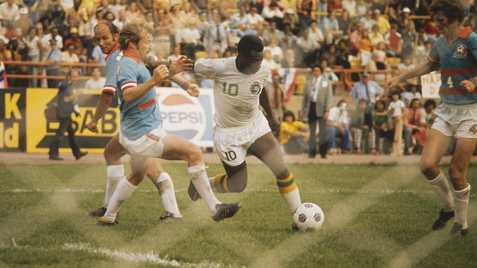 Pele in action in the US in 1975
