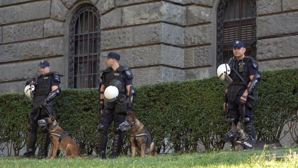 Policajci i psi na protestima u Beogradu, jul 2020