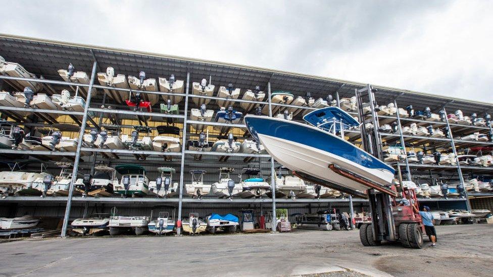 Floridalılar teknelerini iç kesimlerdeki depolara kaldırıyor