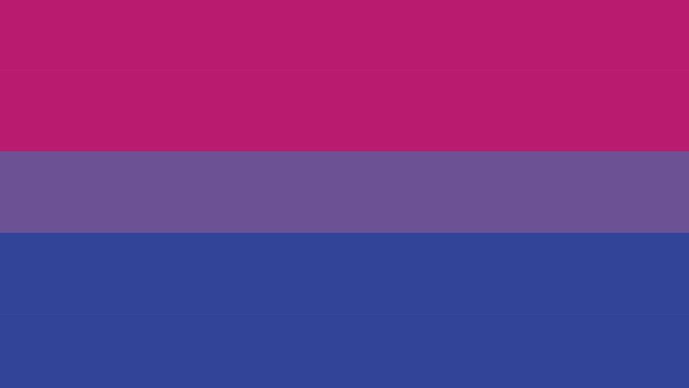 علم وردي وأزرق وأرجواني