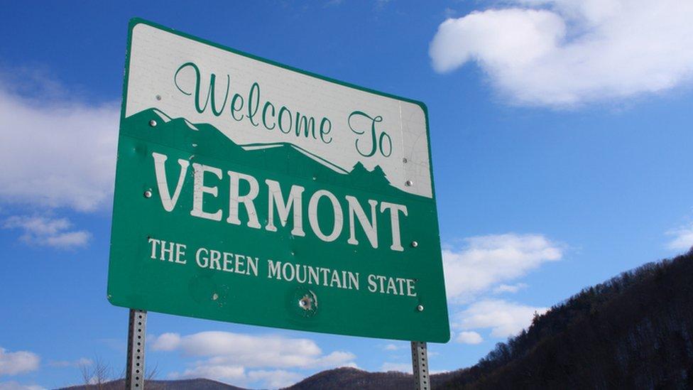 Cartel con bienvenidos a Vermont