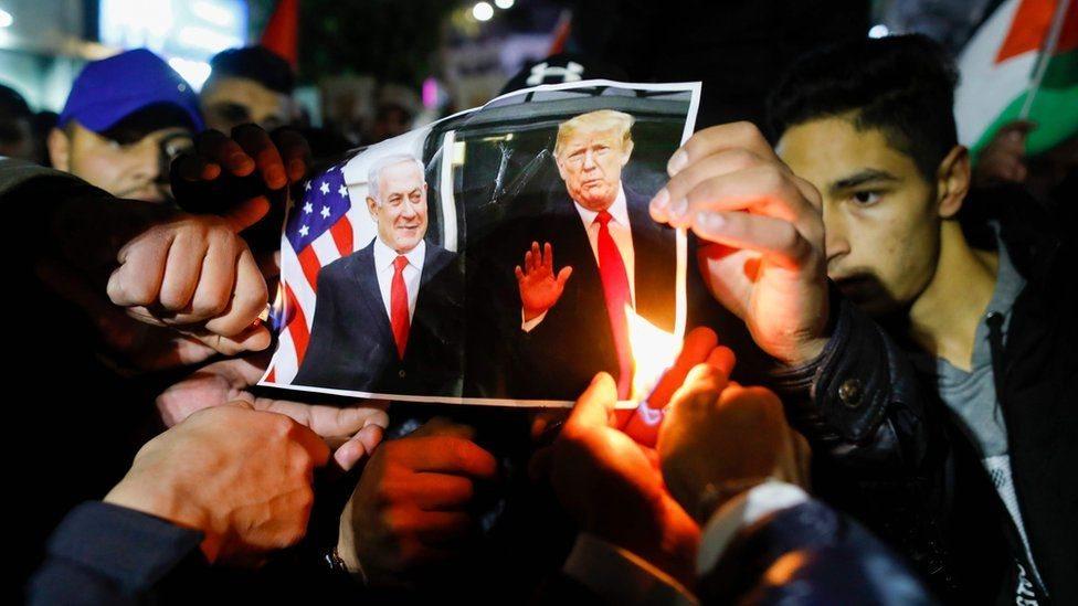 متظاهرون فلسطينيون يحتجون على صفقة ترامب