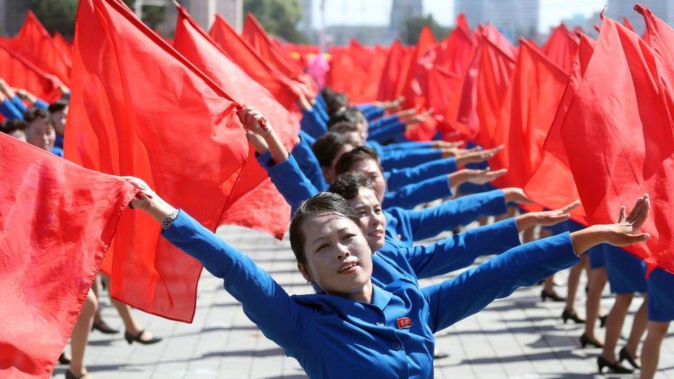 Mujeres con banderines