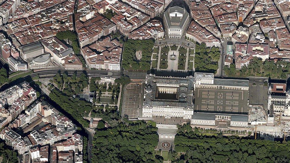 Vista aérea del Palacio Real y alrededores (Madrid, España)