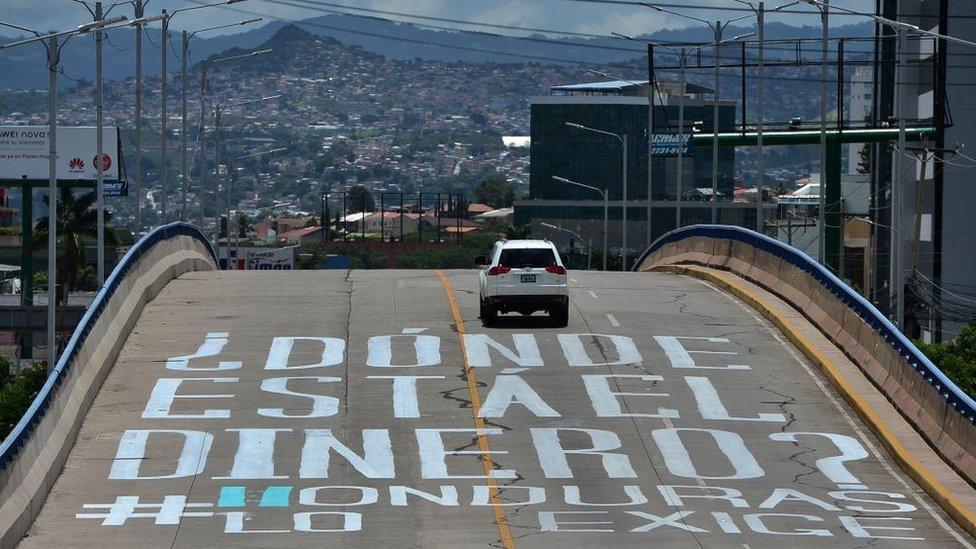 Una pinta en una calle de Tegucigalpa