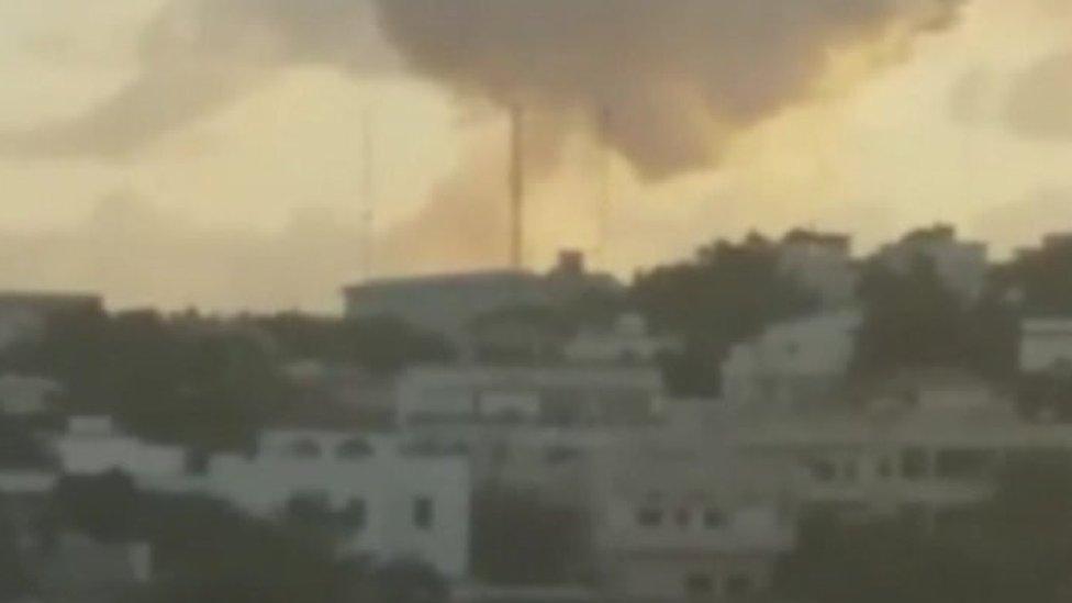 Cloud of smoke above hotel in Mogadishu