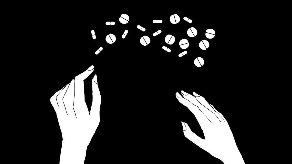 Una ilustración de unas manos y varias píldoras