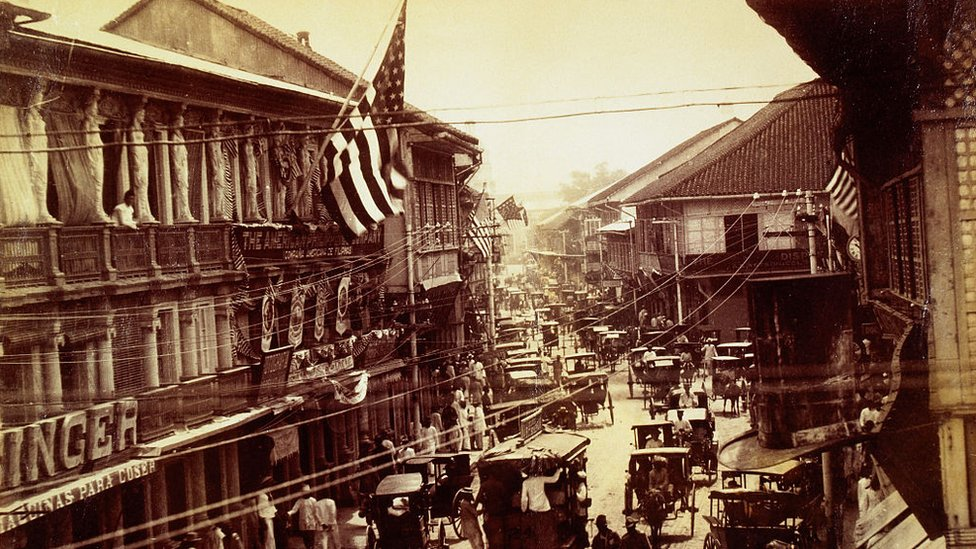Imagen de una calle de Manila tras la ocupación estadounidense.