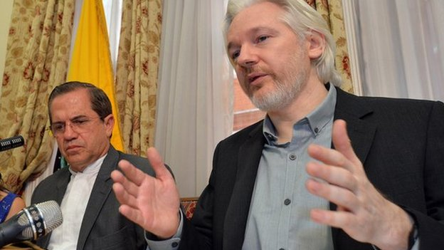 Julian Assange and Ecuadorean Foreign Minister Ricardo Patino during a press conference on 18 August 2014