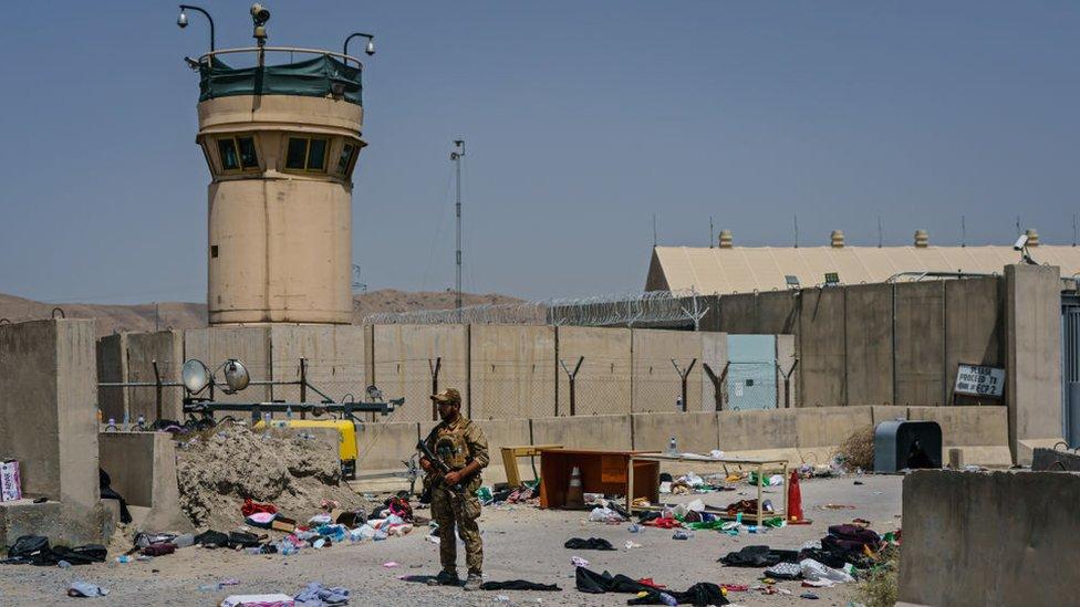 Havalimanında Taliban güçleri de bulunuyor.