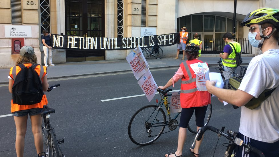 Protest outside DFE