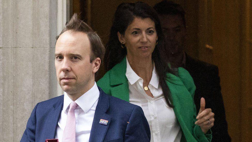Sağlık Bakanı Hancock'un Başbakanlıktan Coladangelo ile birlikte çıktığı bu fotoğraf 1 Mayıs günü çekilmişti