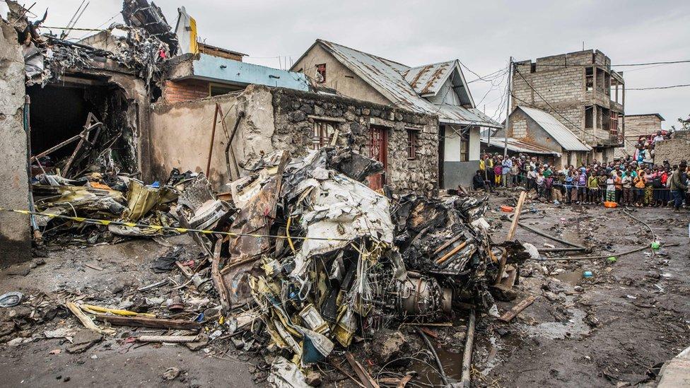 Escombros de un avión estrellado en la República Democrática del Congo