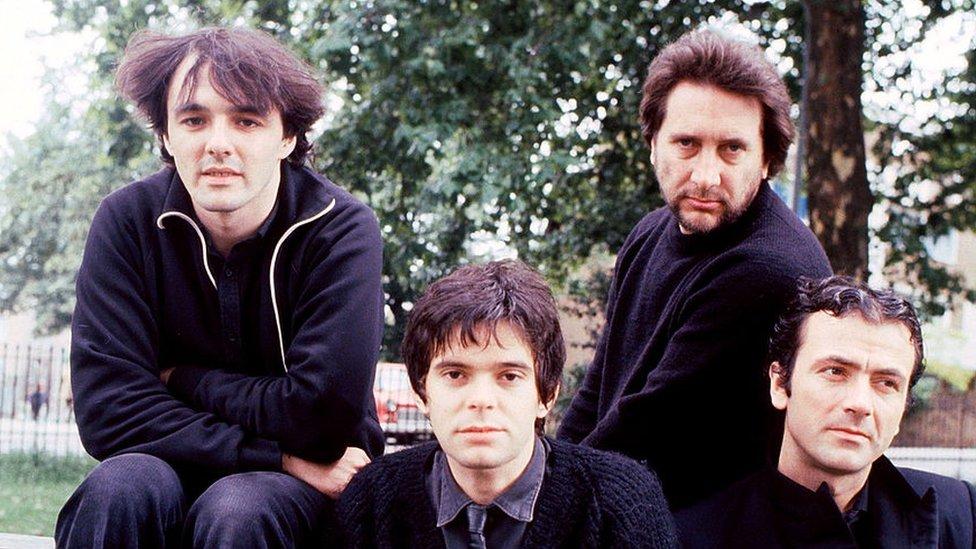 (S leva na desno) Dejv Grinfild, Žan-Žak Burnel, Džet Blek i Hju Kornvel iz Strenglersa, 1980.