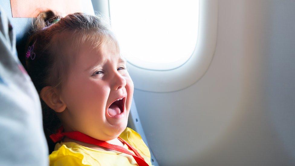 Авіалінії почали попереджати пасажирів, які місця зайняті дітьми