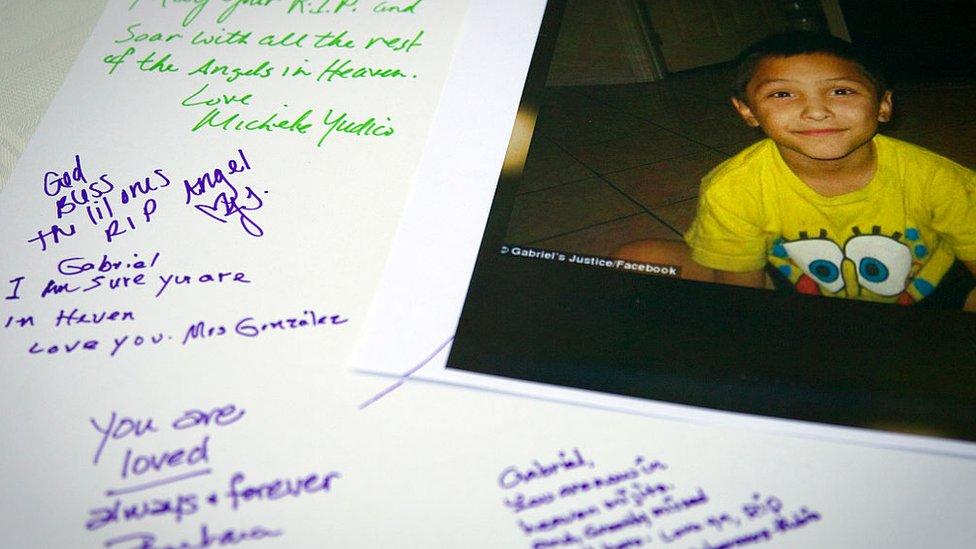 Cartel de homenaje a Gabriel Fernandez
