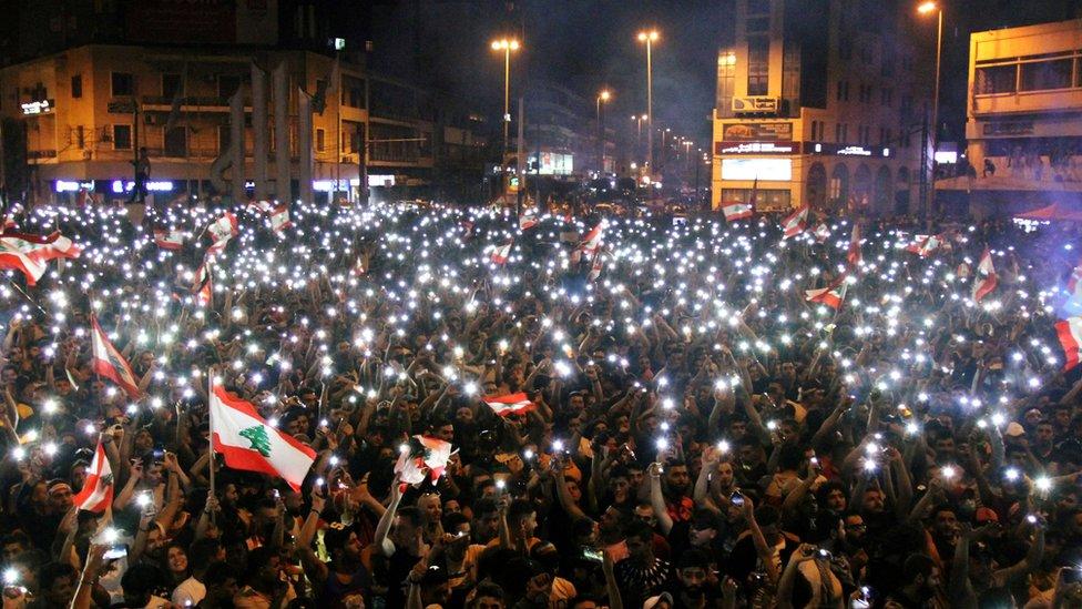Anti-government protesters at al-Nour Square in Tripoli, Lebanon (20 October 2019)