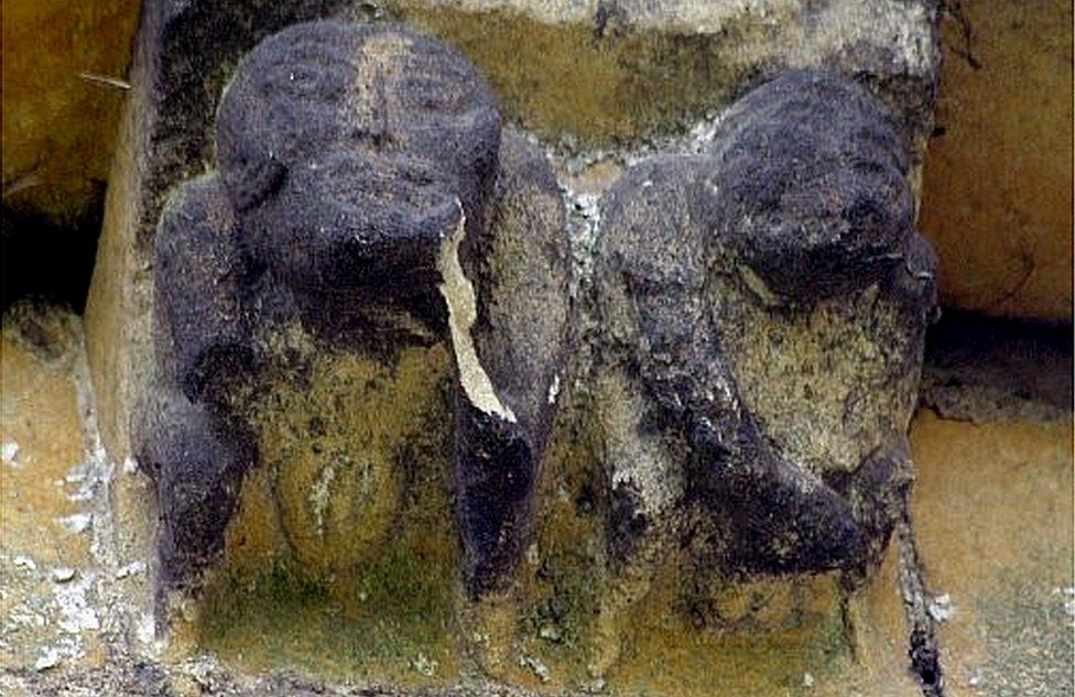 Molduras en la iglesia San Juan, en Devizes Wiltshire (Inglaterra).