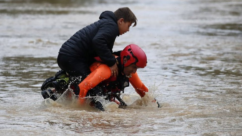 France weather: Red alert as flash floods kill 10 in south-west
