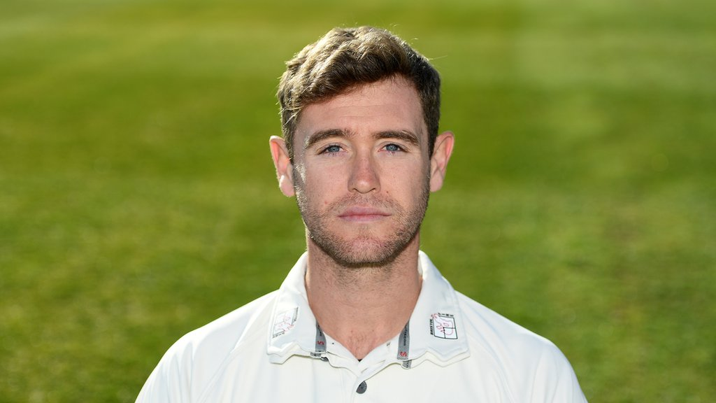 Ian Cockbain: Gloucestershire batsman extends contract