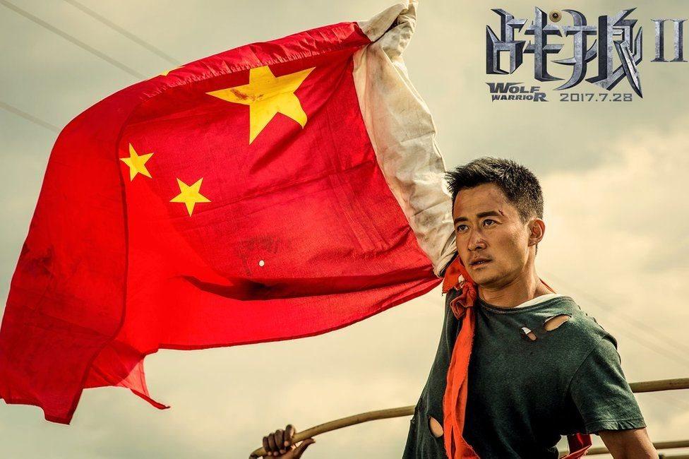 《戰狼2》由吳京自導自演,具有濃烈的愛國主義色彩。