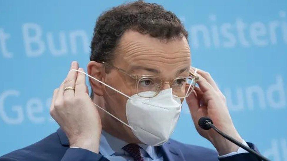 Almanya Sağlık Bakanı Jens Spahn, son basın toplantısında FFP2 maskesi takmıştı