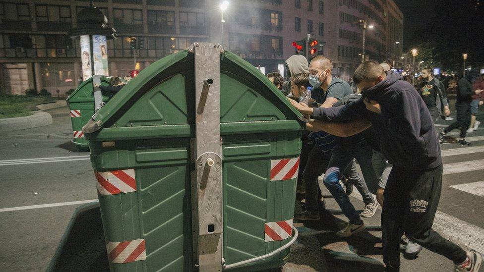 I za sredu su najavljeni protesti, uprkos zabrani okupljanja više od pet ljudi na javnom mestu