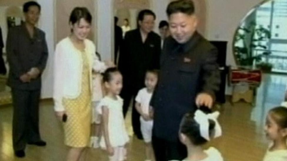 لكيم وزوجته ثلاثة أطفال.