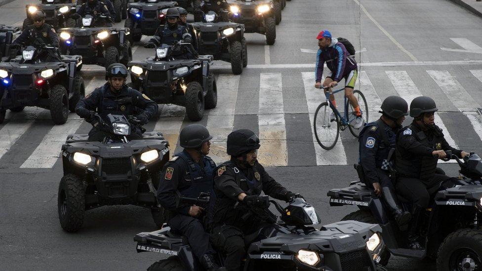 Policías motorizados en Ciudad de México.
