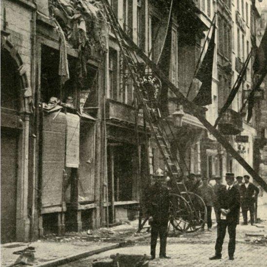 Daños en un edificio en Amberes tras la guerra