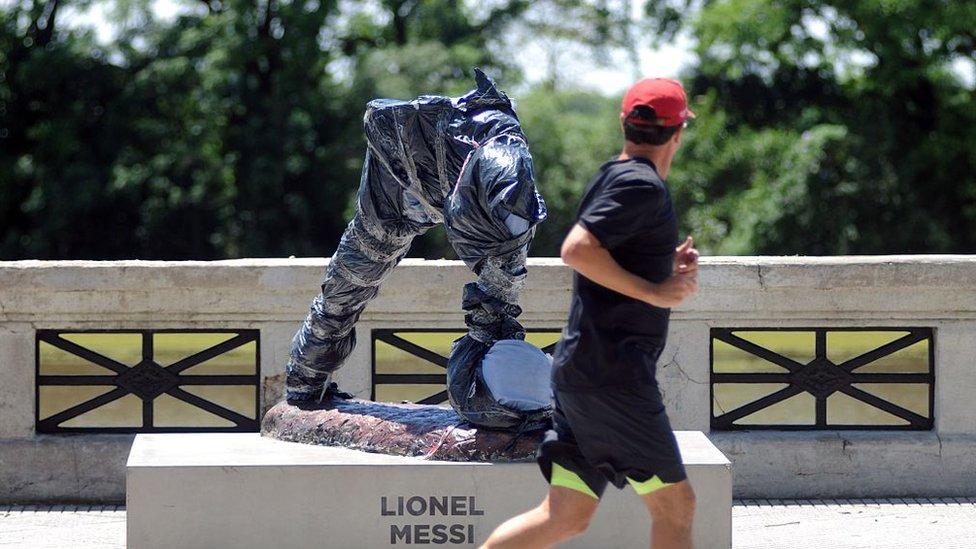 La statue de Messi décapitée à Buenos Aires
