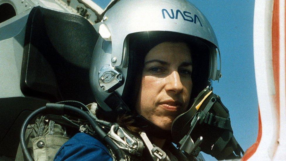 Ellen Ochoa durante un entrenamiento antes de viajar al espacio.