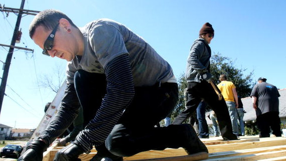Chester Bennington (left) lines up boards before hammering frames together as he works with Music for Relief and Habitat for Humanity while rebuilding homes affected by Hurricane Katrina (28 February 2008)