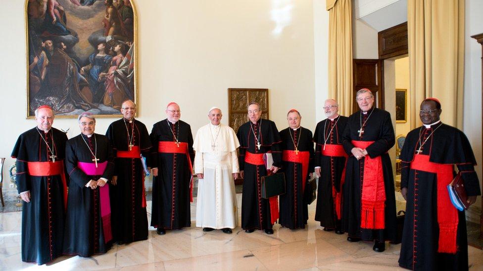 Una foto de archivo del papa Francisco con el C-9