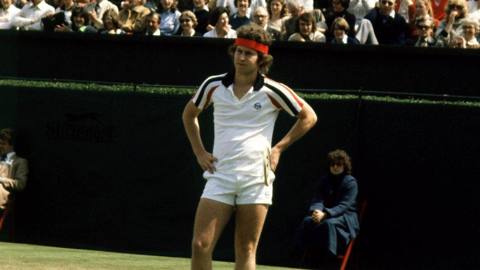 Džon Mekinro, iznerviran sudijskom odlukom, tokom meča na Vimbldonu 1979.
